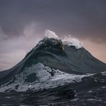 """Photographer Captures """"Freezes Waves"""" Just like Mountains of the Sea"""