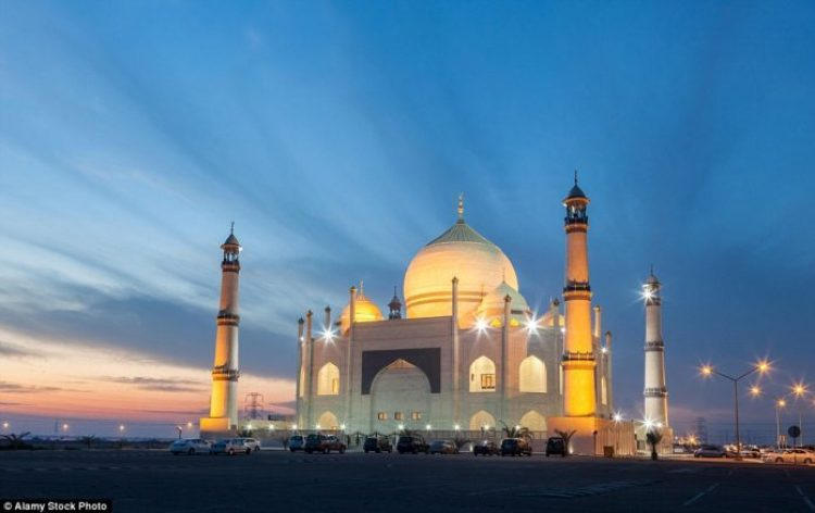Siddiqua Fatima Zahra Mosque is located in the city of Dahiya Abdullah Mubarak in Kuwait and can hold around 3500 males with a separate area for 500 females