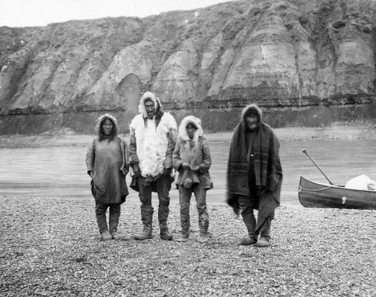Lake Anjikuni is a lake in Kivalliq Region, Nunavut, Canada.