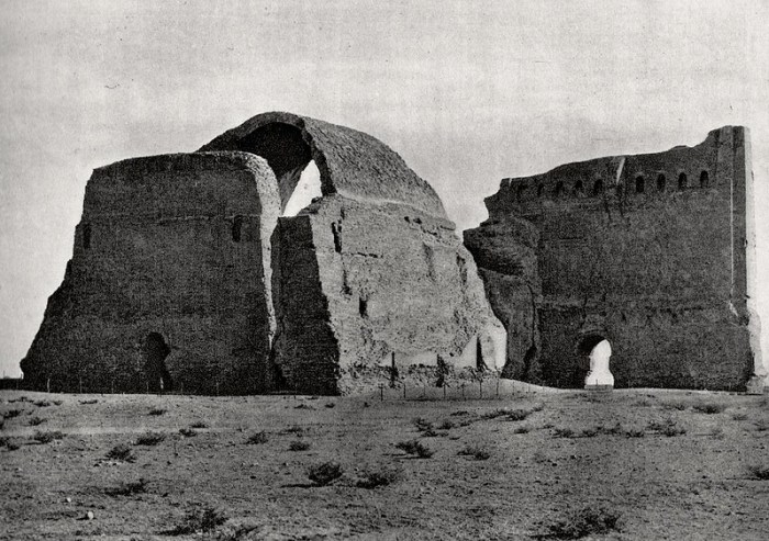 Backside view of Taq Kasra from Iraq, Photographic Studies by Oliver F Butler, published in 1922.