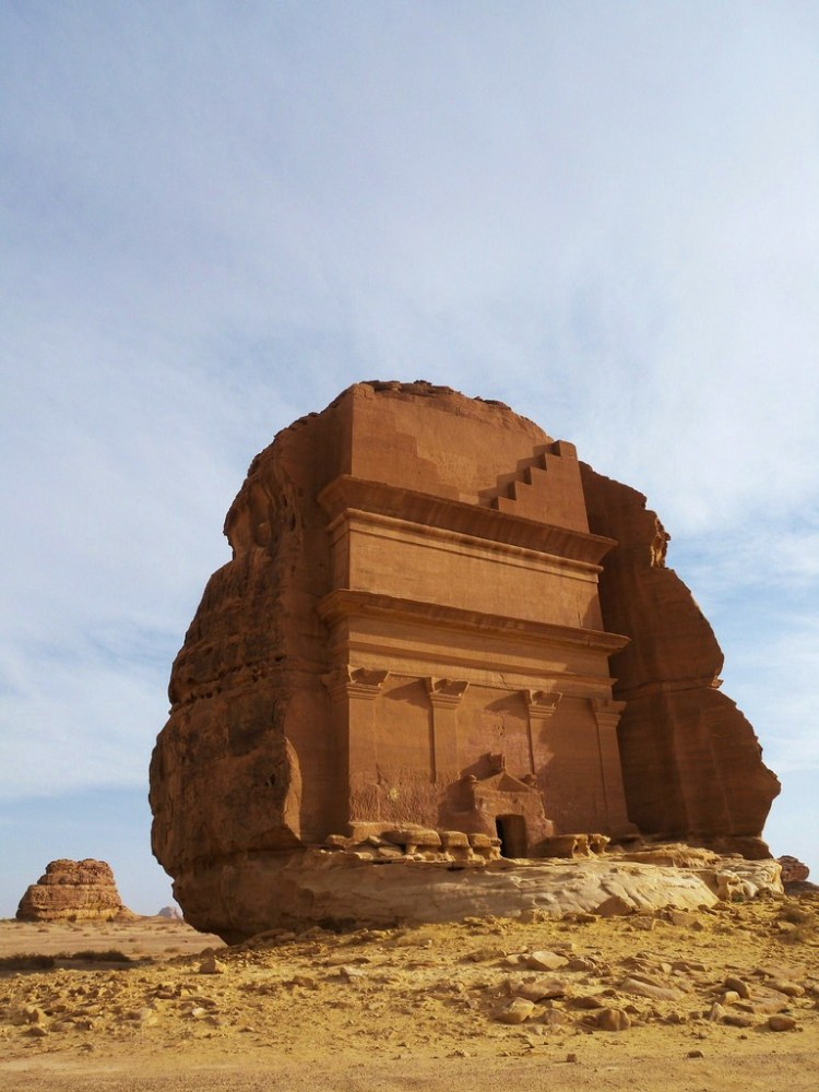Mada'in Saleh ruins are surrounded by hills yet lie on a deserted, volcanic plateau which, thanks to sustainable water sources and fertile soil, has always attracted settlers.