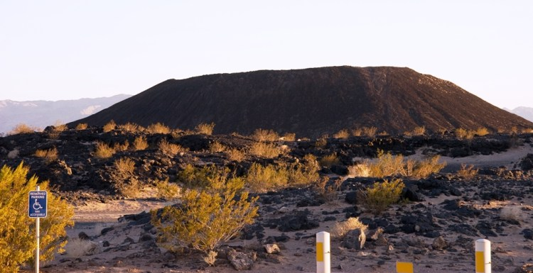 Amboy Crater is extinct volcanoes along the entire route 66, could boast traffic that they had climbed a real volcano.