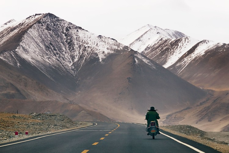 The KKH is best traveled in the spring or early autumn, when heavy snow during severe winters can shut the highway down for extended periods.