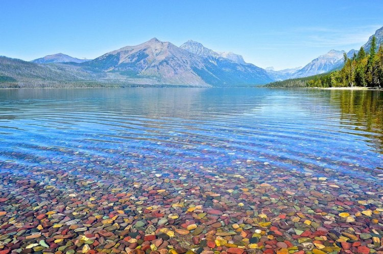 Out of them only 131 of these lakes have names and about 200 lakes are over five acres in size, and a dozen of them surpasses thousands of acres, which in rare for mountain lakes.