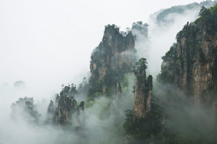 The researchers believed that Tianzi Mountains were formed from quartz sandstone of 400 million years ago through the intermittent rising of the crust for 2 million years.