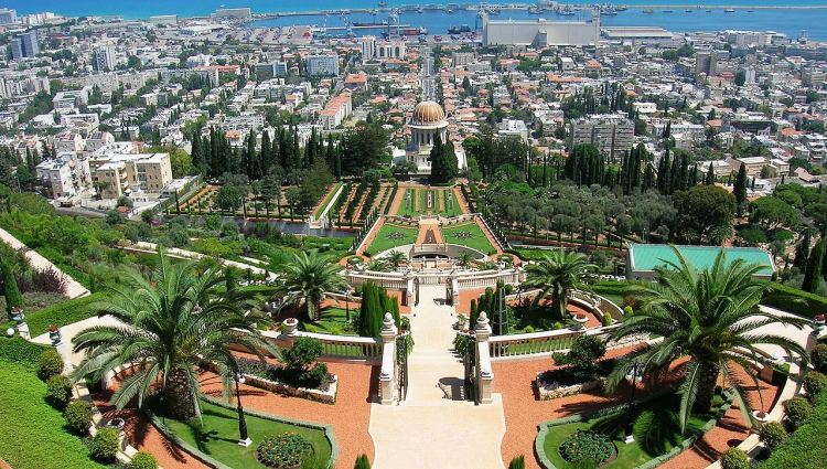 The architect was Fariborz Sahba of Iran and the structural engineers were Karban and Co. of Haifa. Fariborz started work in 1987 designing the gardens and oversaw construction