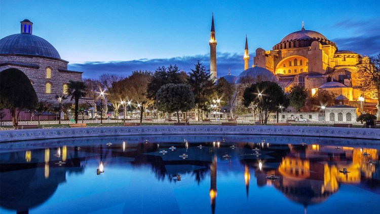 The Sultan Ahmed Mosque design is the culmination of two centuries of Ottoman mosque development with traditional Islamic architecture and is considered to be the last great mosque of the classical period.