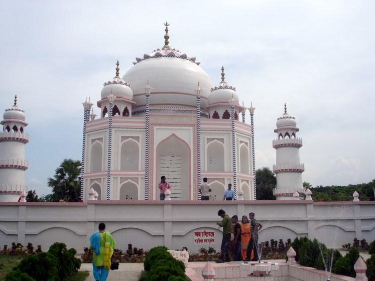 Replica of Taj Mahal in Bangladesh is located 10 miles east of the Bangladeshi capital, Dhaka in Sonargaon.
