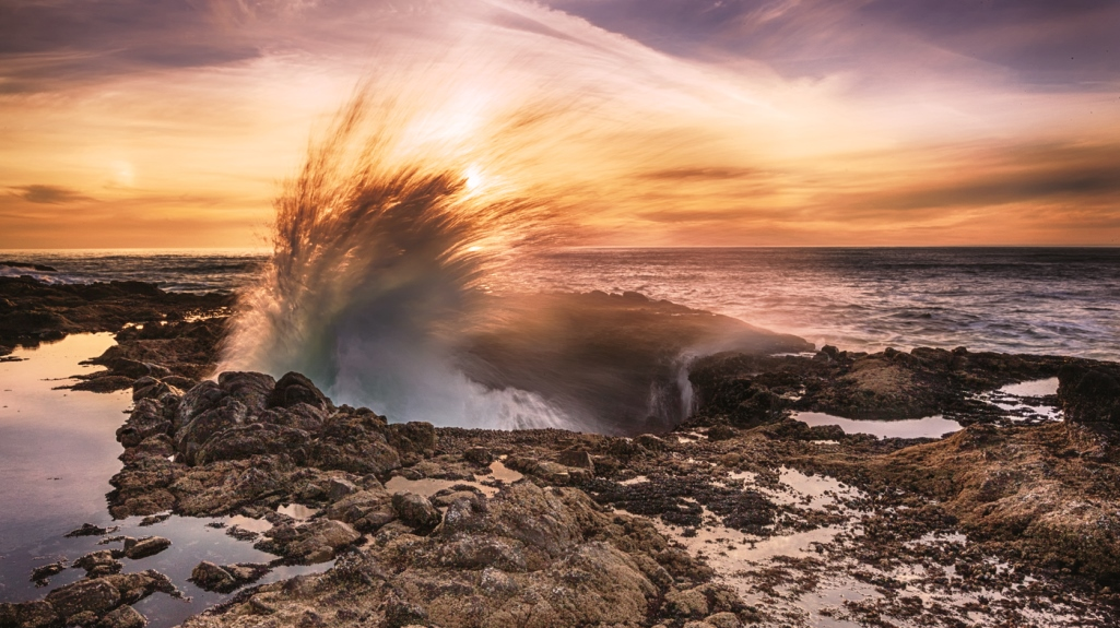Thor's Well, The Odd Natural Wonder on the Oregon Coast