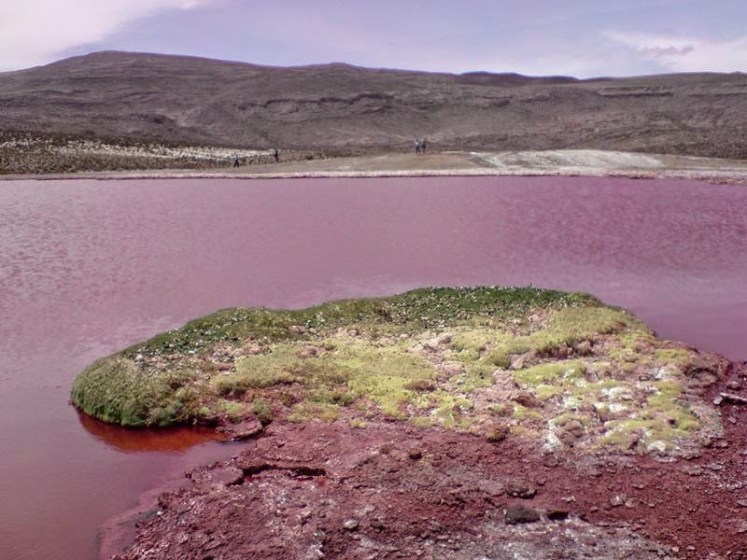 The disappearance of thousands of Aymaras is also attributed to this lake because they drank from its waters.