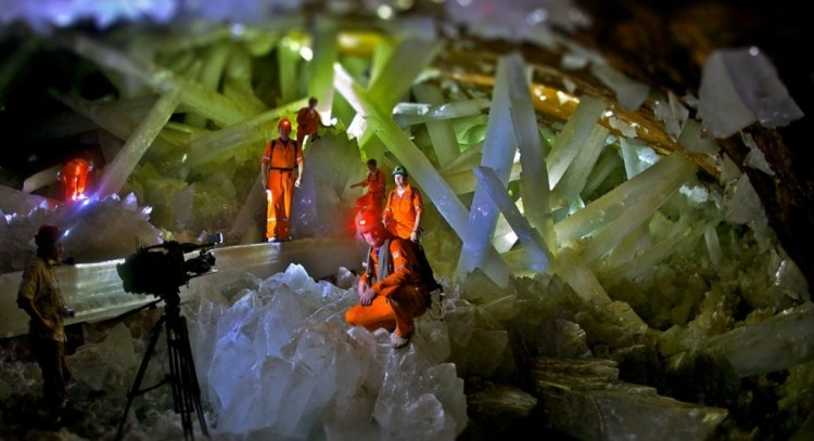 Researchers believe some of the crystals are 500,000 years old. The cave of crystal is extremely hot, with air temperatures reaching up to 58 °C with 90 to 99 % humidity.