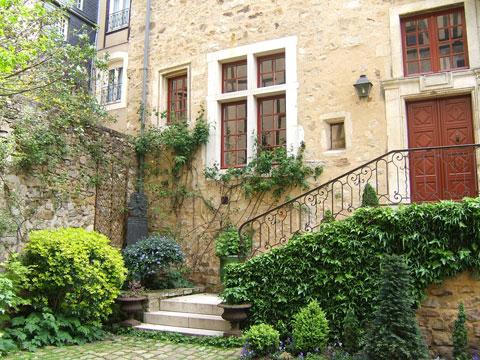 france-house-apartment.jpg