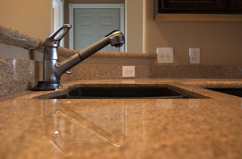 kitchen faucet.jpg