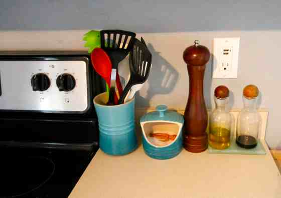 What We Keep On Our Kitchen Counters - Charleston Crafted