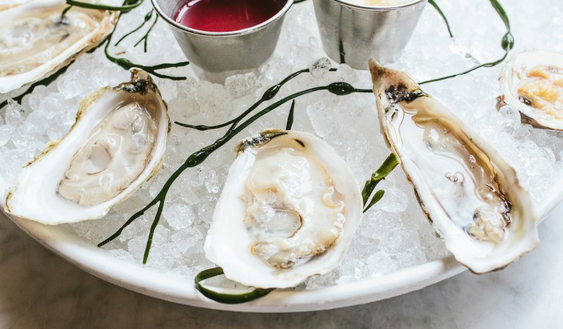 8 Tastes That Define Charleston (& Where to Enjoy Them)