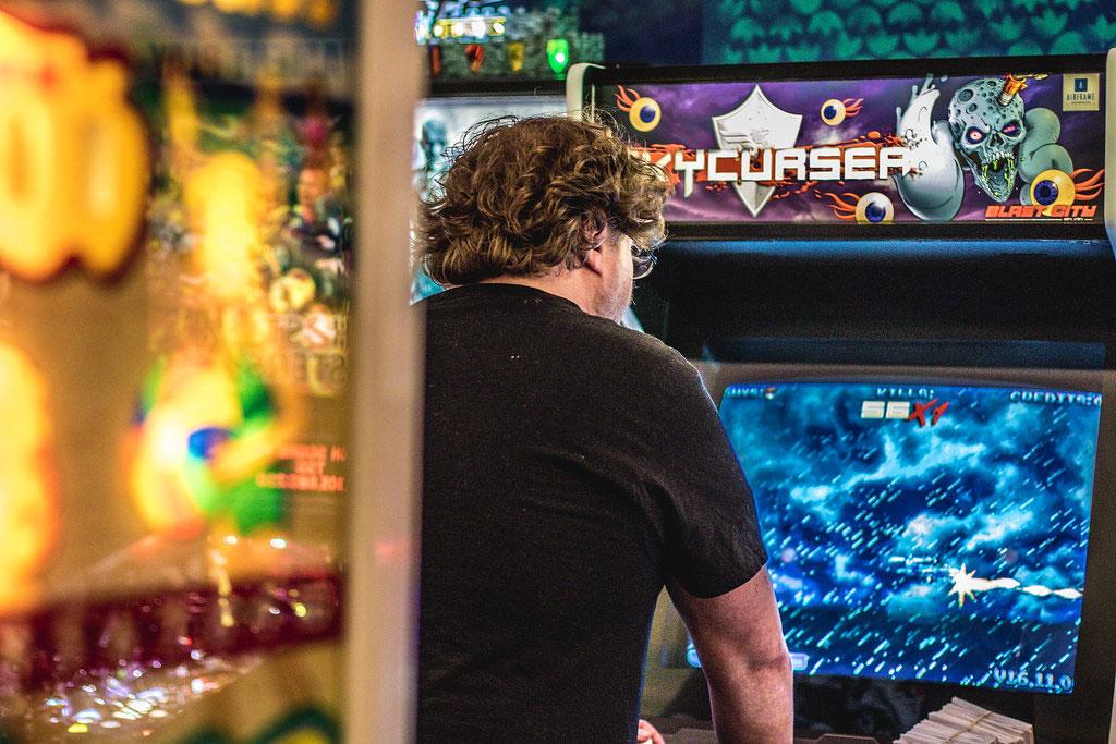 guy-playing-game
