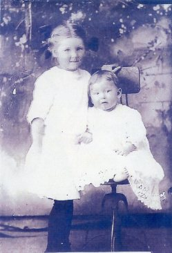 Maggie Beatrice & Linnie Mae Doggett, ca 1913, Bradley County, Arkansas, Aunts, Beatrice_Linnie_Mae_Doggett-1913.jpg