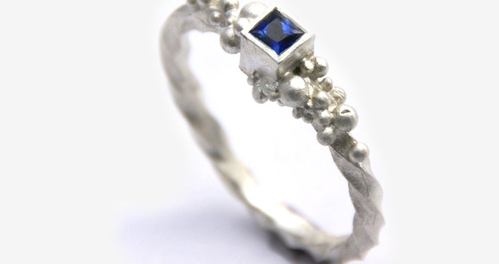 Charlie Leftley saphire-ring