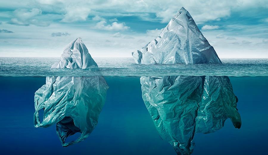 Zeeën van tijd, maar tot over onze oren in het plastic