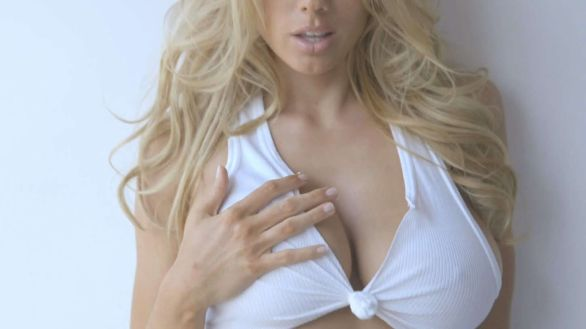 Charlotte McKinney in GQ Magazine - How to date me - 14