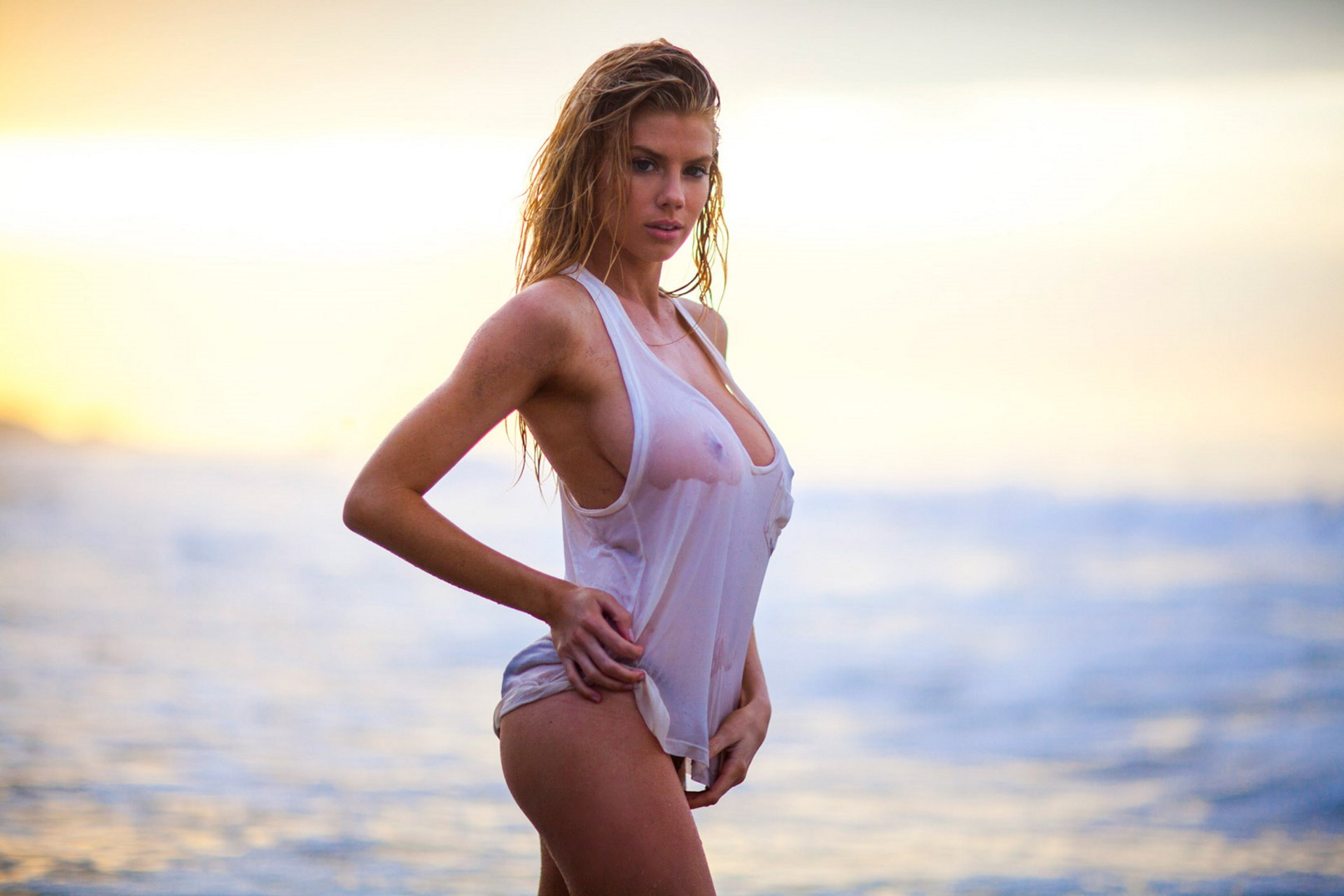 braless Pictures Charlotte McKinney naked photo 2017