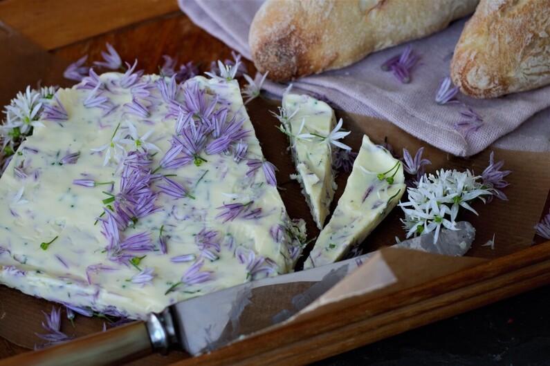 Kryddersmør med løgblomster