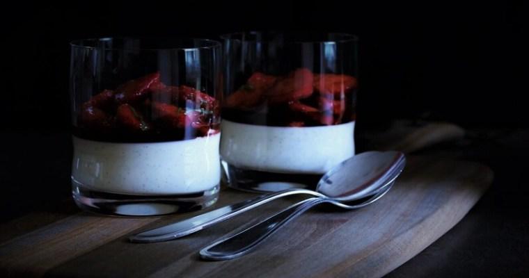Panna cotta med jordbær, balsamico og basilikum