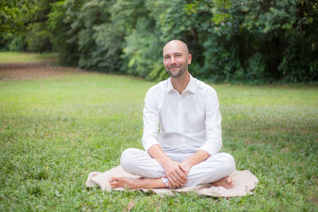 man meditatiing