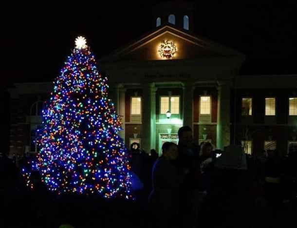 Christmas Tree Hill.Mint Hill Christmas Tree Lighting Charlotte On The Cheap