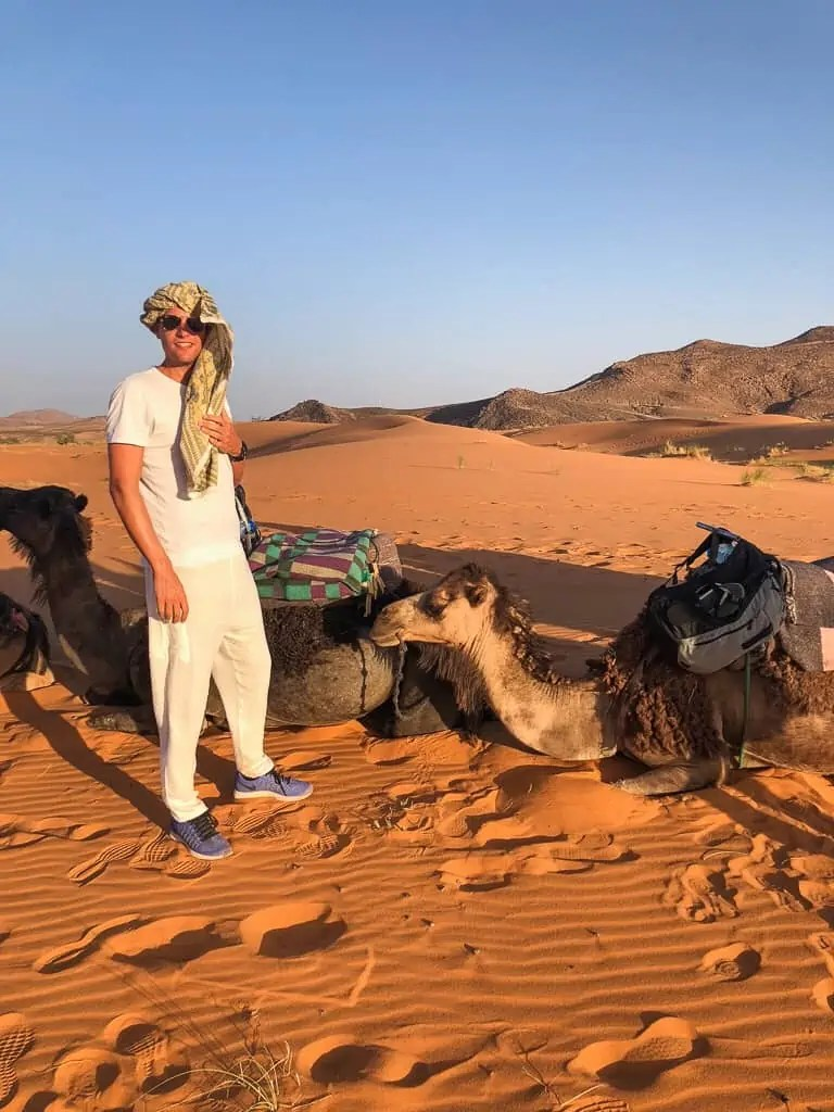 Maroc piste chameau très chebbi