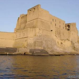 Il Castell dell'Ovo che sorge sull'isolotto di Megaride