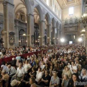 Celebrazione durante il miracolo di San Gennaro