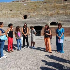 anfiteatro flavio turisti (ph Marina Sgamato)