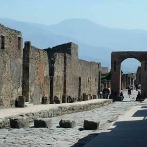 Pompei, gli scavi in via dell'Abbondanza