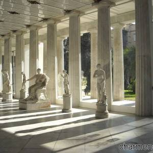 Il colonnato del portico