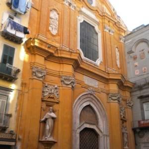 L'ingresso della basilica di San Lorenzo Maggiore