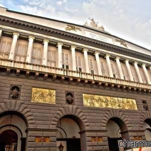Napoli, la facciata del Teatro San Carlo