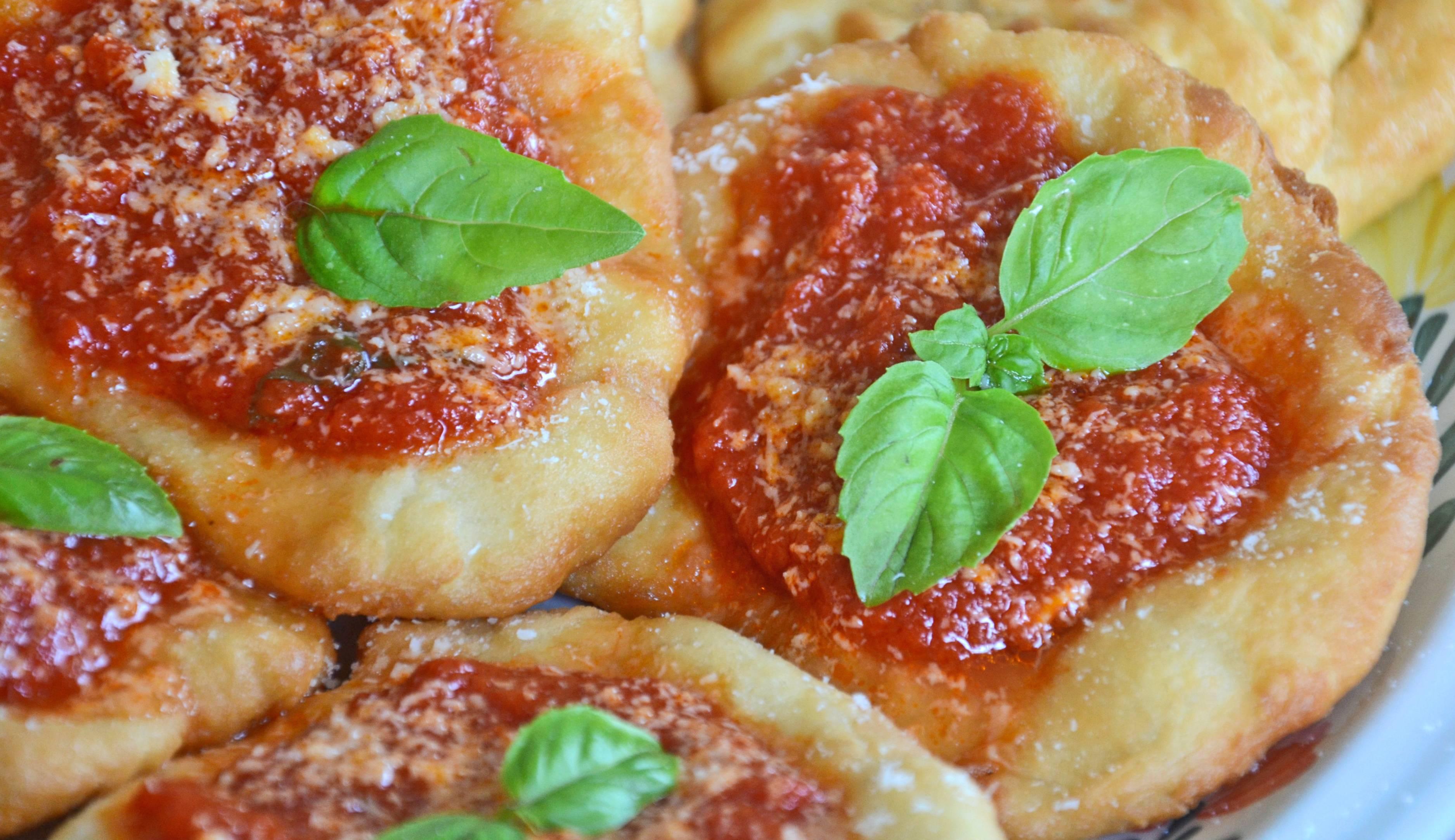 Alla montanara fritta non si dice no eccone la ricetta charme - Ricette cucina napoletana ...