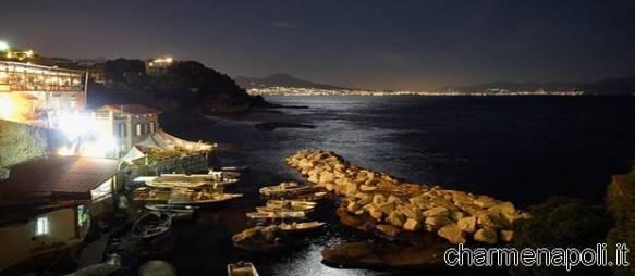 Napoli di notte da Marechiaro