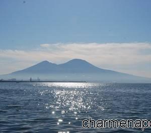 Il Vesuvio e il mare del Gofdo