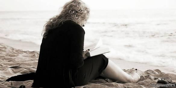 lettura in riva al mare