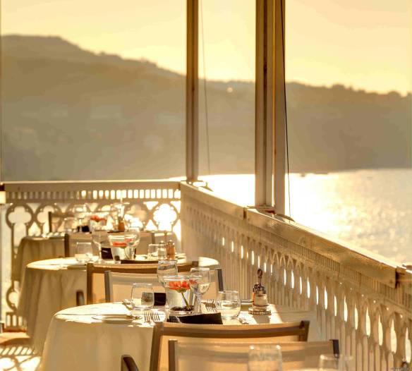 Vesuvio Restaurant Vista Sky Bar ristorante hotel mediterraneo sant'agnello