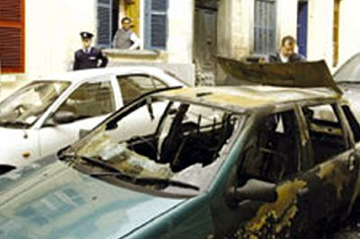 Das Auto von Katrine Camilleri nach dem Brandanschlag