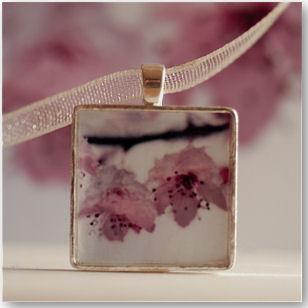 Shy Blossom-Schmuckanhänger- © Ryan McAbery