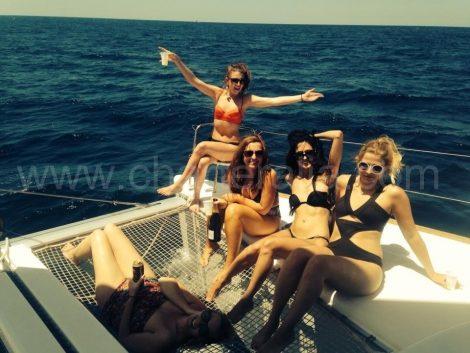 Alugar um iate em Ibiza com meninas