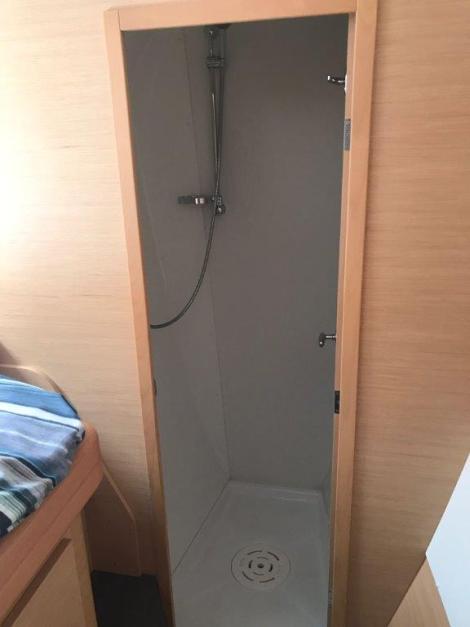 Lagoon 420 aluguel de barco em Ibiza independente chuveiro separado