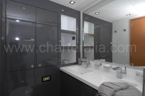 Casa de banho Victoria 67 luxo charter Balearic Islands Mediterranean