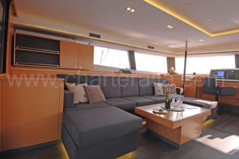 Catamaran de salao de vista lateral luxo Baleares luxo