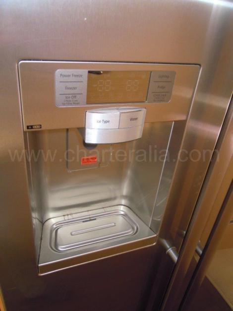 Geladeira com maquina de gelo