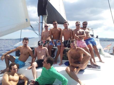 Muito espaco na frente para relaxar a bordo do nosso catamara em Formentera Lagoon 380 2018